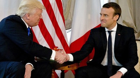 Poignée de main ou bras de fer, entre Emmanuel Macron et Donald Trump ?