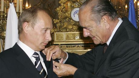 Jacques Chirac remet la Légion d'honneur à Vladimir Poutine en septembre 2006, photo ©VLADIMIR RODIONOV / ITAR-TASS / AFP