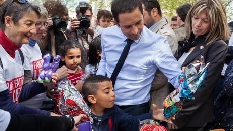 «Je suis le président des moins de dix ans !» : Benoît Hamon blague face à des enfants (VIDEOS)