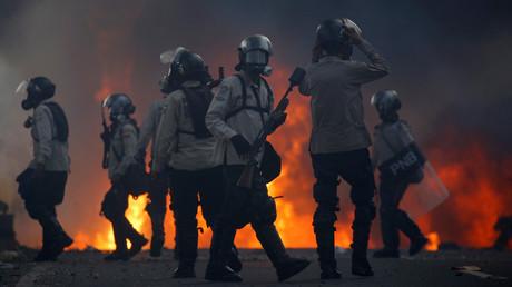Caracas : cocktails Molotov et barricades illustrent les tensions entre l'opposition et la police