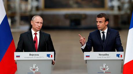 Le président russe, Vladimir Poutine, aux côtés de son homologue français, Emmanuel Macron