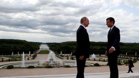 Vladimir Poutine et Emmanuel Macron, le 29 mai 2017.