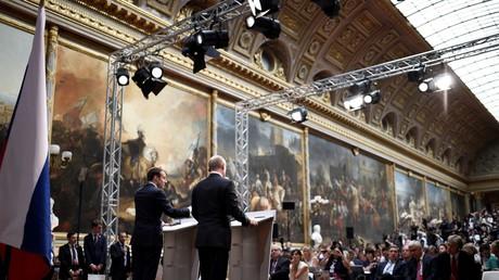 Emmanuel Macron et Vladimir Poutine lors de leur conférence de presse conjointe au château de Versailles le 29 mai 2017.