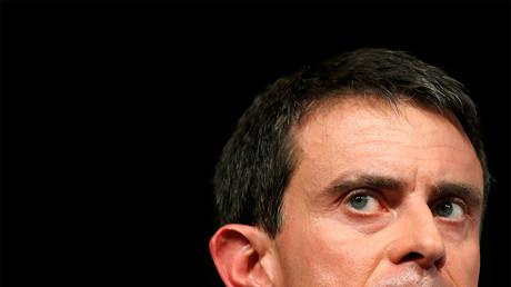 Dans l'Essonne, Manuel Valls fait campagne avec «zéro caméra», mais restent quelques smartphones...