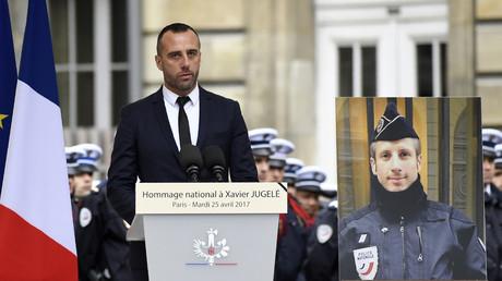 Hollande et Hidalgo présents au mariage posthume de Xavier Jugelé et son compagnon