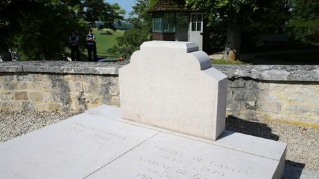 La tombe du Général de Gaulle à Colombey-les-deux-Eglises sans sa croix, le 28 mai