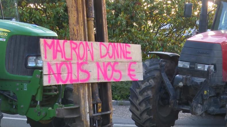 La Rochelle : manifestation d'agriculteurs contre le retard des aides de la PAC (VIDEO)