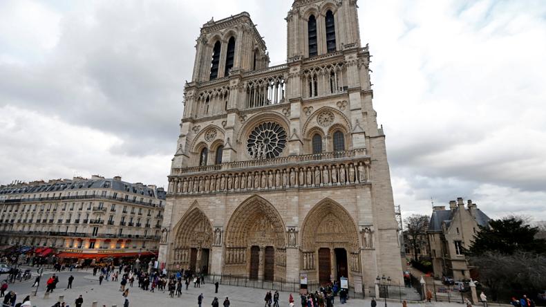 Soutien unanime des politiques aux forces de l'ordre après l'agression de Notre-Dame