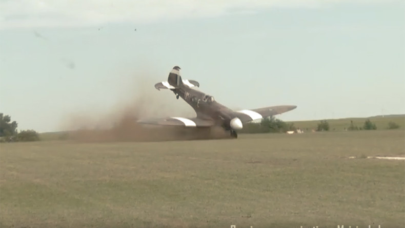 Un avion de la seconde guerre mondiale rate son d collage - Porte avion japonais seconde guerre mondiale ...