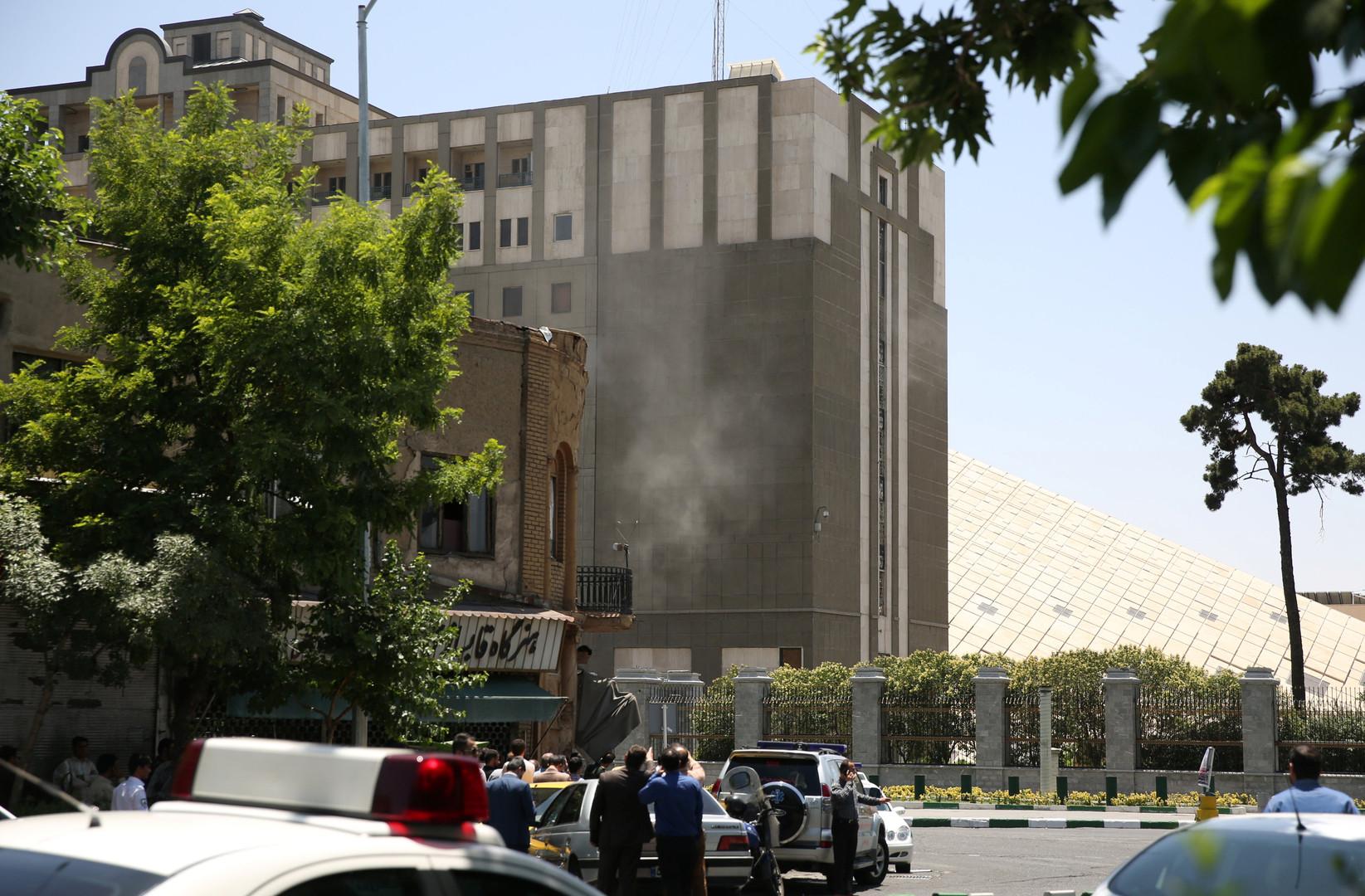 Images des attaques terroristes contre le Parlement iranien et le mausolée de l'ayatollah Khomeiny
