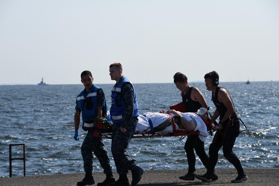 Collision entre un destroyer américain et un navire philippin : sept Américains portés disparus