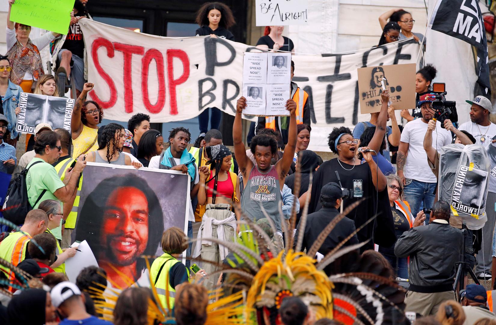 Etats-Unis : 18 manifestants arrêtés après l'acquittement d'un policier qui avait abattu un Noir