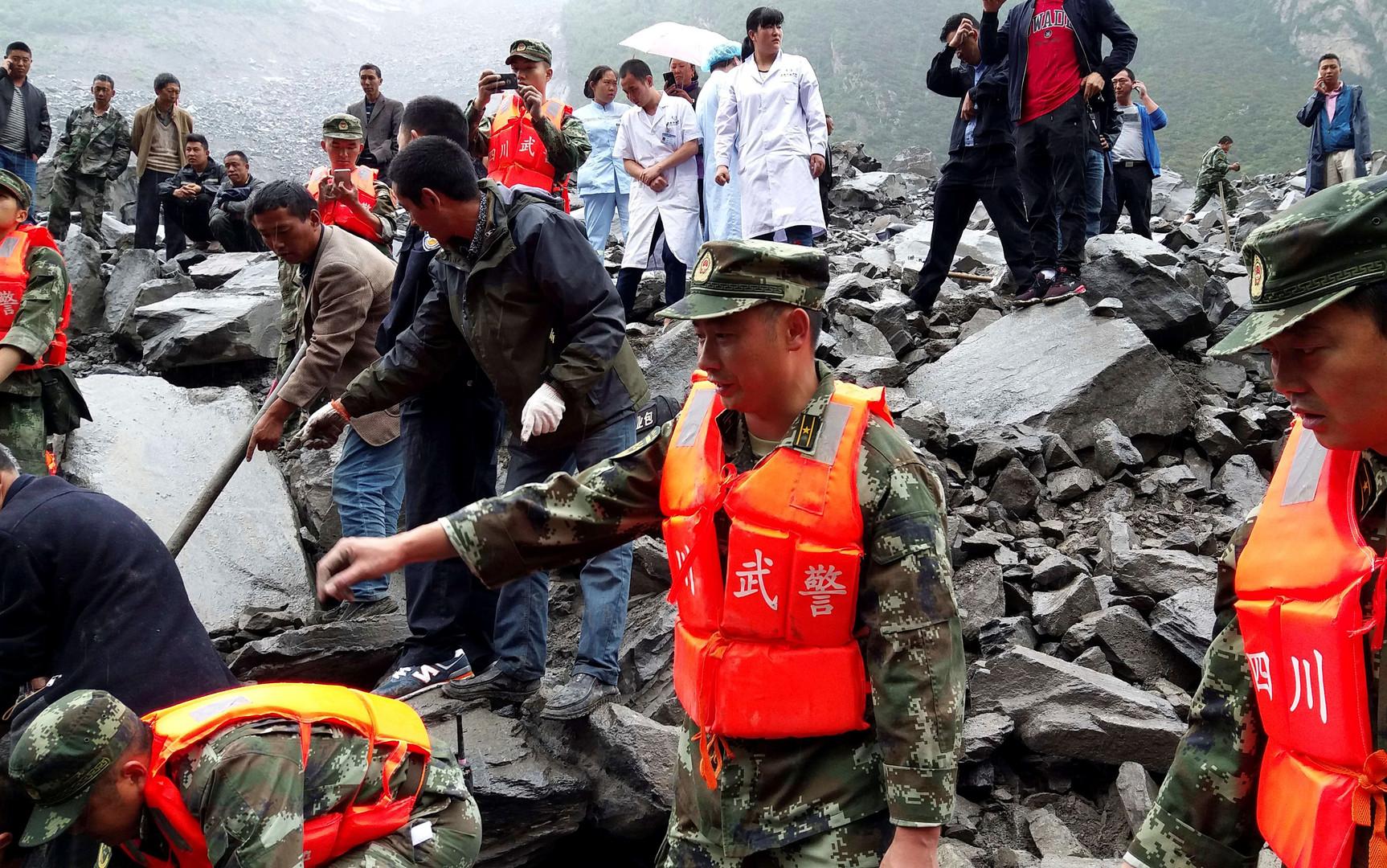 Chine : au moins 141 personnes disparues dans un glissement de terrain (PHOTOS)