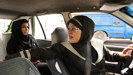 «Elles menaient bien les chameaux» : un prince saoudien défend le droit des femmes à conduire