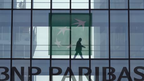 Devanture de l'immeuble qui abrite des bureaux de BNP Paribas à Issy-les-Moulineaux (Hauts-de-Seine)