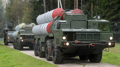 Des systèmes de défense antiaérienne S-400