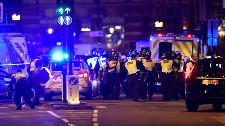 Des policiers sur le lieu de l'attentat