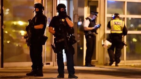 Policiers britannique dans le quartier du pont de Londres