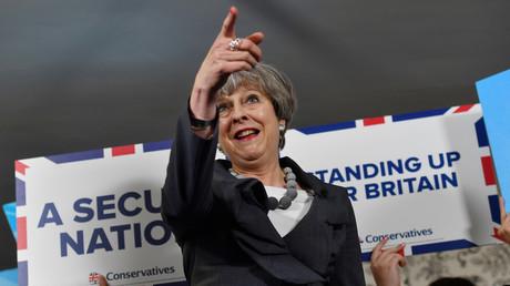 Le Premier ministre britannique Theresa May rassemble ses partisans