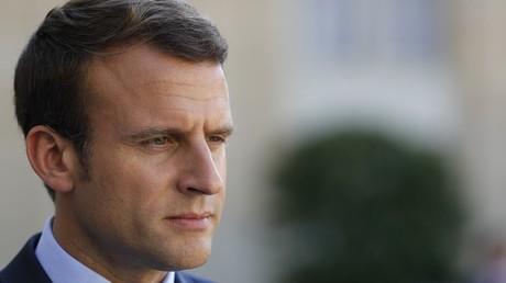 Emmanuel Macron sur le perron de l'Elysée le 8 juin