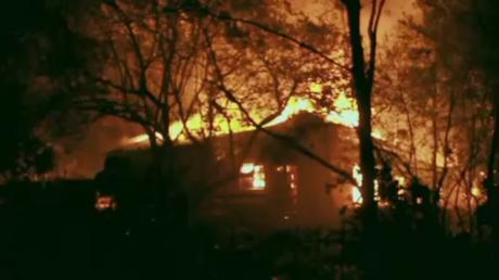 De gigantesques incendies ravagent l'Afrique du Sud : plus de 10 000 personnes évacuées