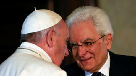 Le pape François et le président de la République italienne Sergio Mattarella, au palais du Quirinal, le 10 juin 2017