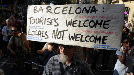 Manifestation contre la prolifération des logements touristiques à Barcelone, le 11 juin