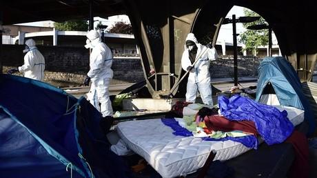 Les équipe des nettoyage après l'évacuation du camp de migrants de la Chapelle