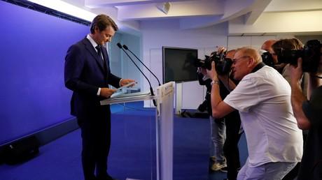 Francois Baroin, chef de file du comité de campagne de la droite et du centre pour les législatives, avant son discours devant la presse après les résultats du premier tour.
