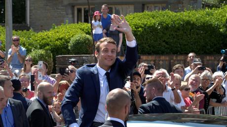 Emmanuel Macron à la sortie de son bureau de vote au Touquet