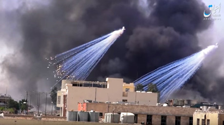 Bombardements au phosphore blanc sur Raqqa en Syrie, selon une vidéo de propagande de l'agence Amaq, capture d'écran YouTube, DR