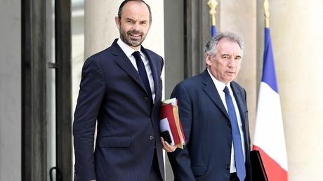 En pleine enquête sur de présumés emplois fictifs au MoDem, Bayrou présente sa loi de moralisation