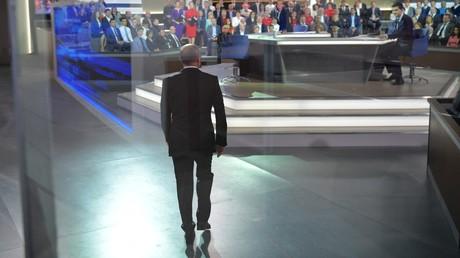 Vladimir Poutine sur le plateau de l'émission consacrée à sa 15e ligne directe annuelle