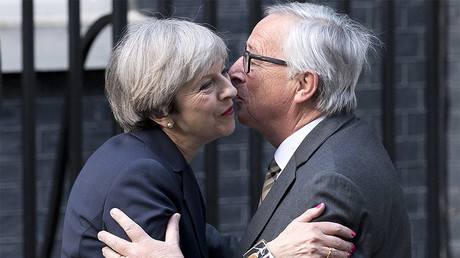 Le Premier ministre britannique Theresa May et le président de la Commission européenne Jean-Claude Juncker en avril 2017, photo ©Justin TALLIS / AFP