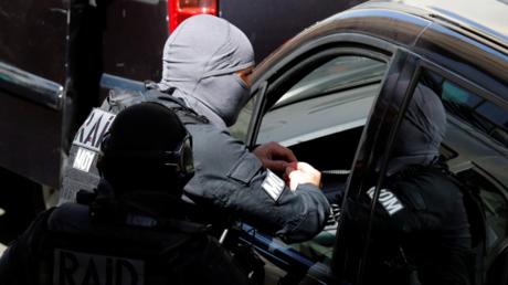 Des policiers du RAID à proximité de l'appartement où les deux terroristes ont été interpellés le 18 avril 2017 à Marseille