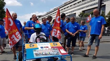 Une centaine de salariés se sont rassemblés devant le ministère de l'Economie