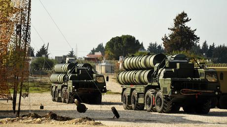 Un système de défense antiaérienne S-400 dans la base de Khmeimim en Syrie