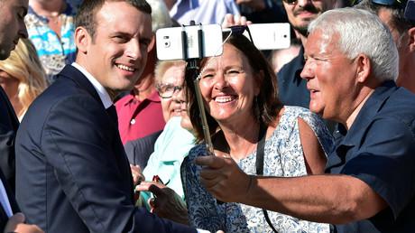 Emmanuel Macron après avoir voté au deuxième tour des législatives