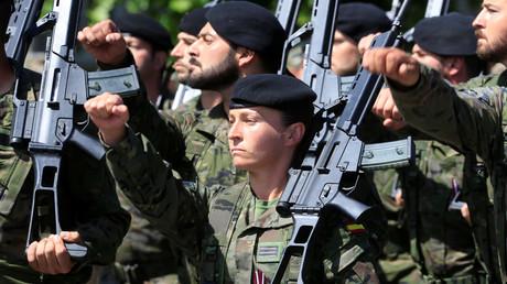 Des soldats espagnols en Lettonie