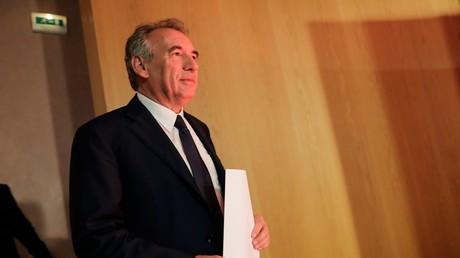 Soupçons d'emplois fictifs : Bayrou conteste, un ancien assistant parlementaire l'accuse de mensonge