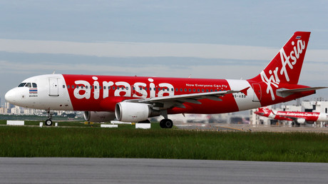 «Secoué comme une machine à laver», un vol d'AirAsia contraint de faire demi-tour (VIDEOS)