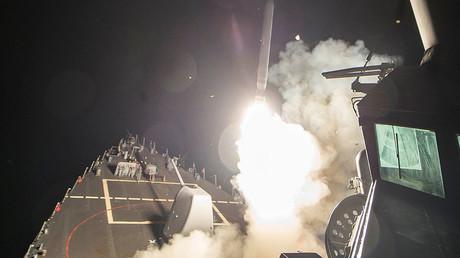Tir de missile contre la base aérienne