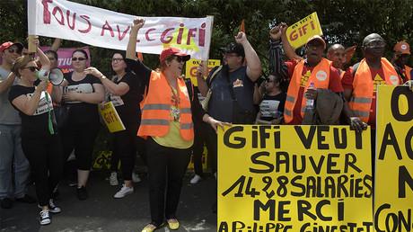 Des salariés de Tati en appellent à Gifi comme repreneur de l'enseigne à bas prix le 19 juin 2017, photo ©BERTRAND GUAY / AFP