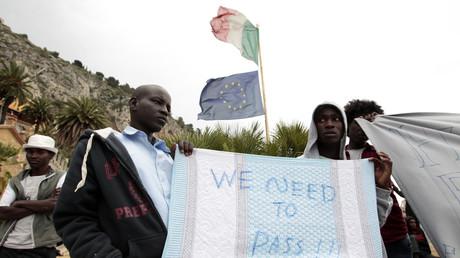 Des migrants tentent de franchir la frontière française près de Vintimille le 12 juin (Image d'illustration)