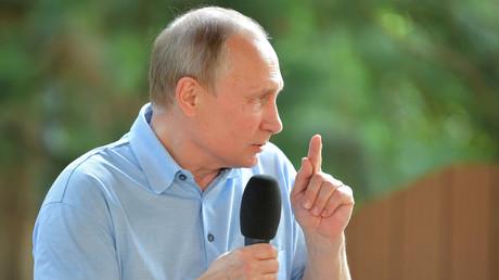 Vladimir Poutine affirme que des services de renseignement étrangers tentent de s'immiscer dans la vie politique et sociale russe.