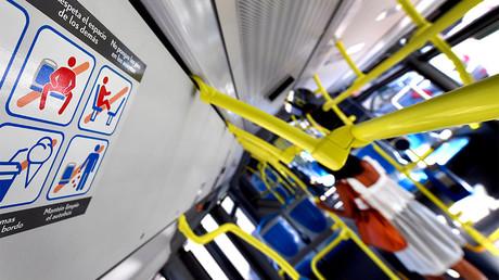Pictogrammes visant à lutter contre l'étalement masculin dans les transport en commun de Madrid, photo ©GERARD JULIEN / AFP