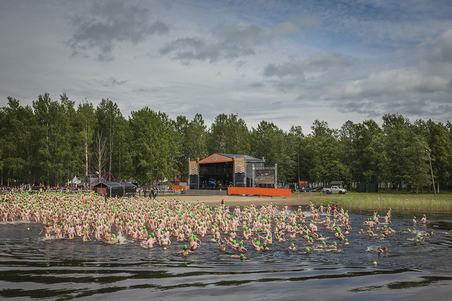 Le record de la plus grande baignade collective nue battu en Finlande (PHOTOS)