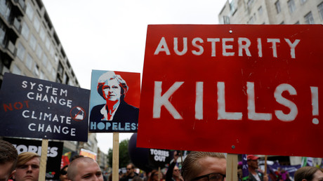 Des milliers de personnes défilent à Londres contre le gouvernement May (VIDEO)