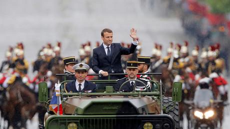 Emmanuel Macron sur les Champs-Elysées
