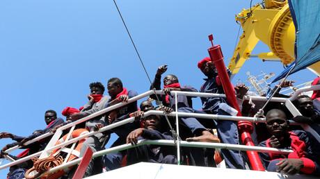 Des migrants secourus en mer Méditerranée